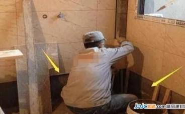 """厕所铺瓷砖,底部尽量""""留空一排""""!当初不懂,入住才知好处多"""