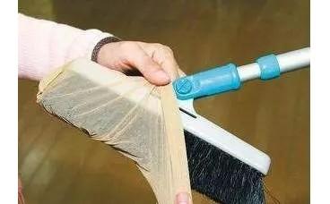 """地板天天扫还""""毛絮""""乱飞?女人用完""""它""""别扔,清扫干净不费劲"""
