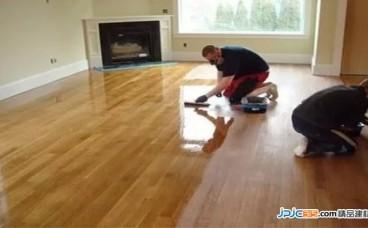 地板怎么清洁?