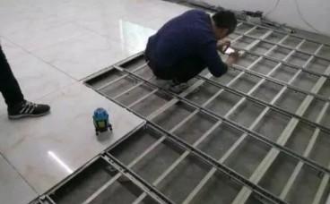 头次见泥工这样贴瓷砖,太聪明了,别再用水泥贴了